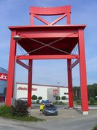 Der größte Stuhl der Welt - XXXL Lutz in Nordhorn