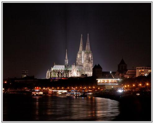 Der gute alte Kölner Dom bei Nacht