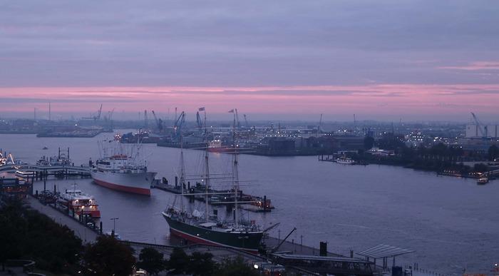 Der Hafen an den Landungsbrücken