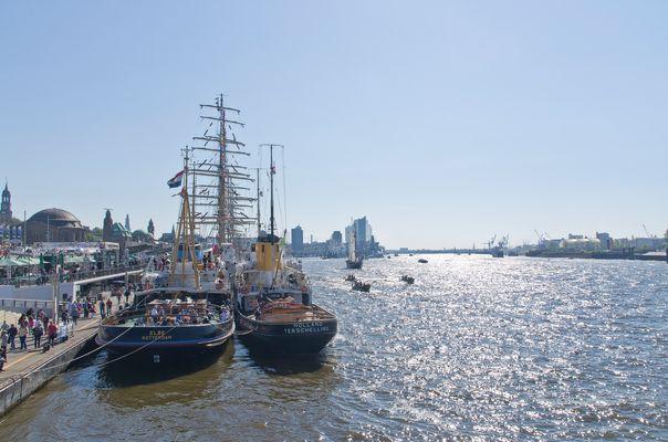 Der Hafen, Landungsbrücken