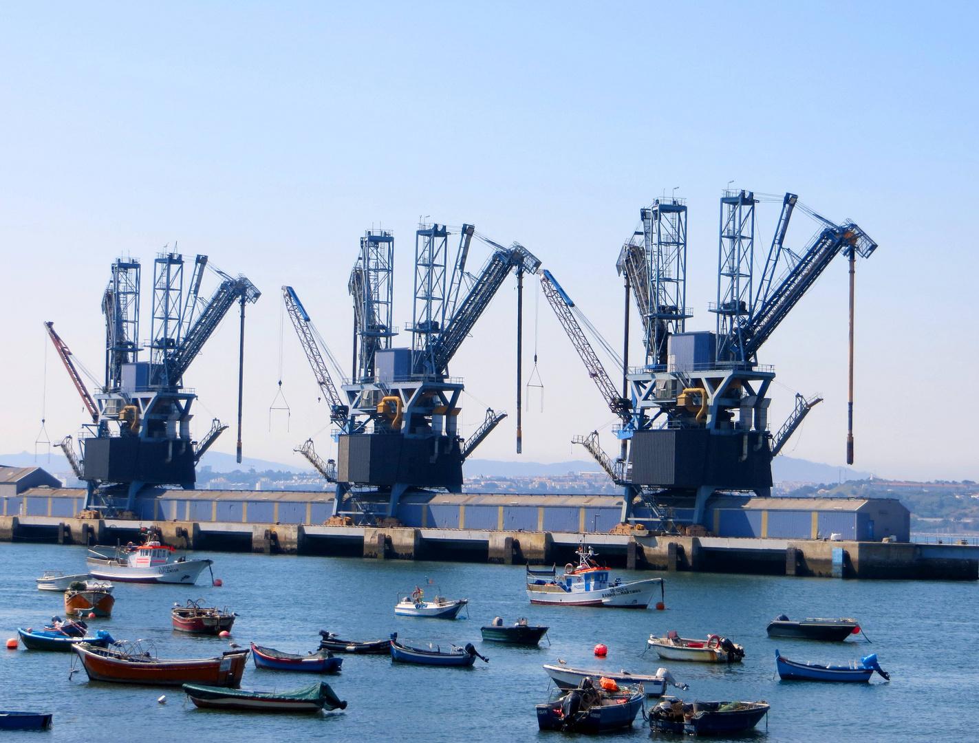 Der Hafen von Caparica ...