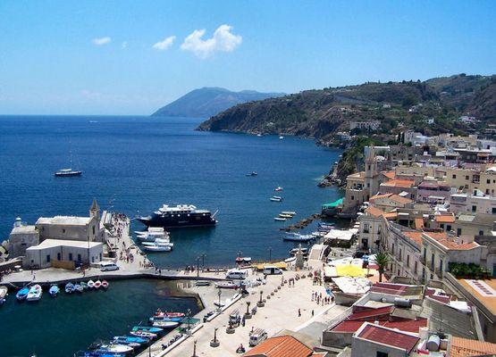 Der Hafen von Lipari auf Lipari