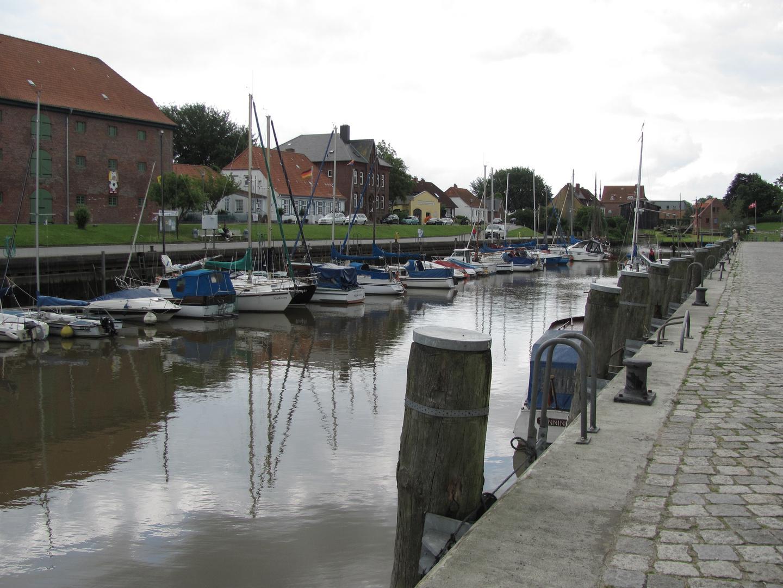 Der Hafen von Tönning in Norddeutschland