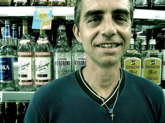 Der Heinz, er trinkt nicht, ist gegen Tierversuche und hat des öfteren Durchfall, habt ihn lieb