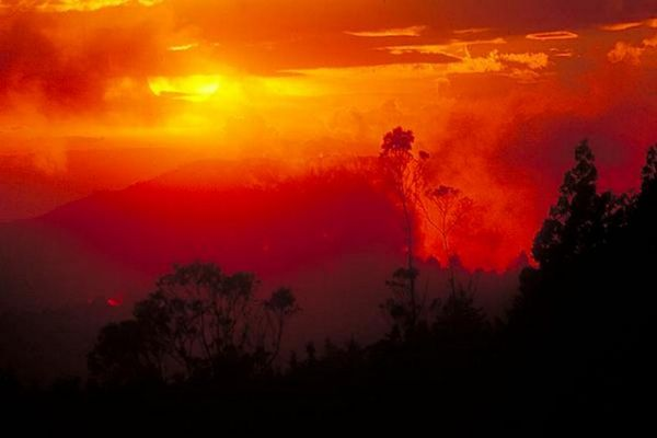 Der Himmel brennt