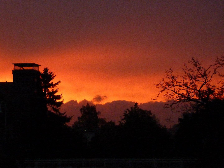 ..der Himmel brennt..