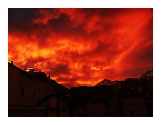 Der Himmel brennt über Meran