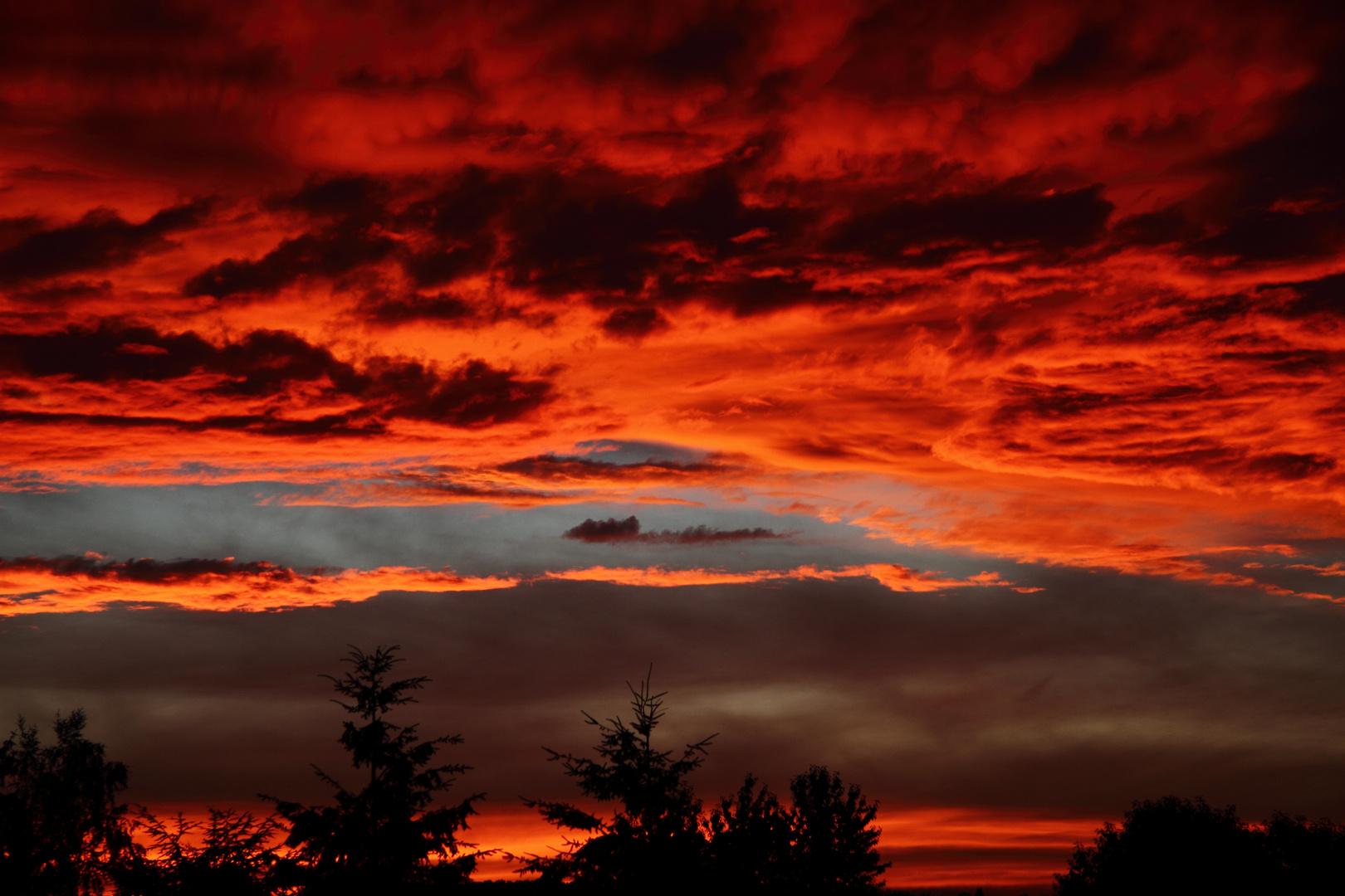 Der Himmel brennt über Saarbrücken