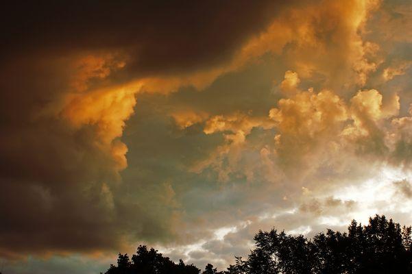 Der Himmel grollt.