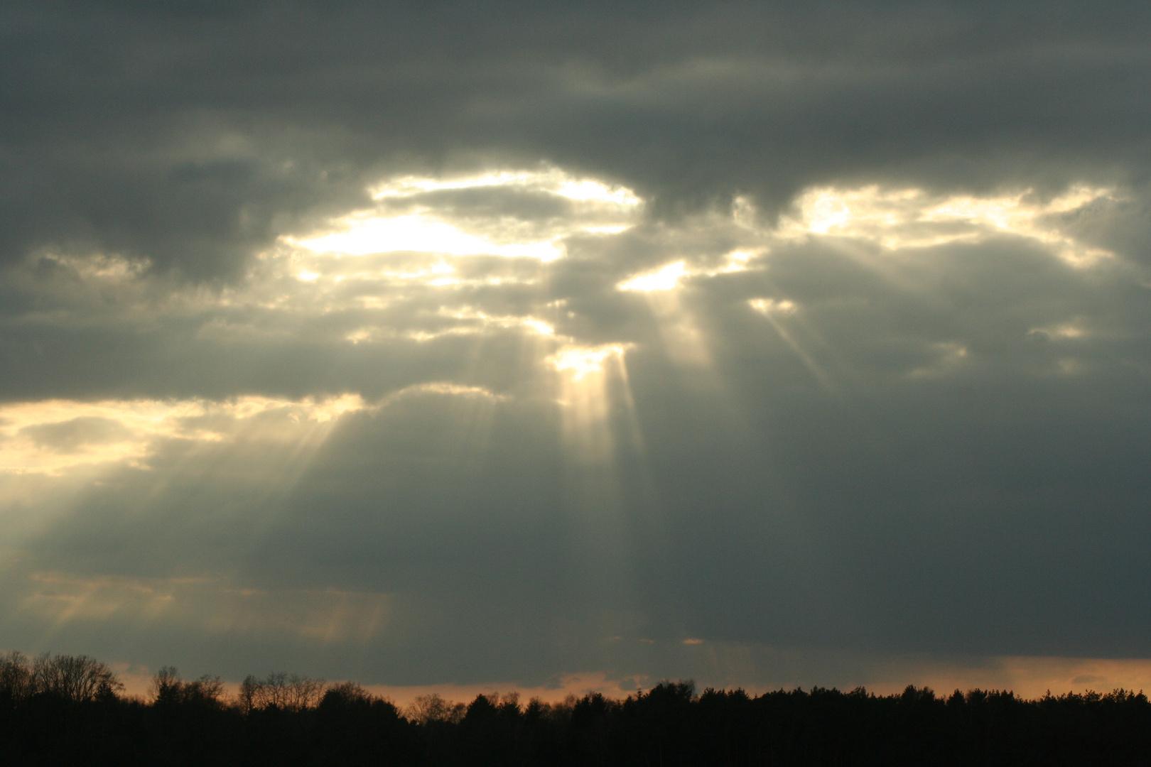 der Himmel reißt auf