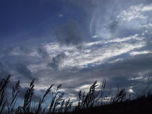 Der Himmel über dem fruchtbaren Boden der Nordseeinsel