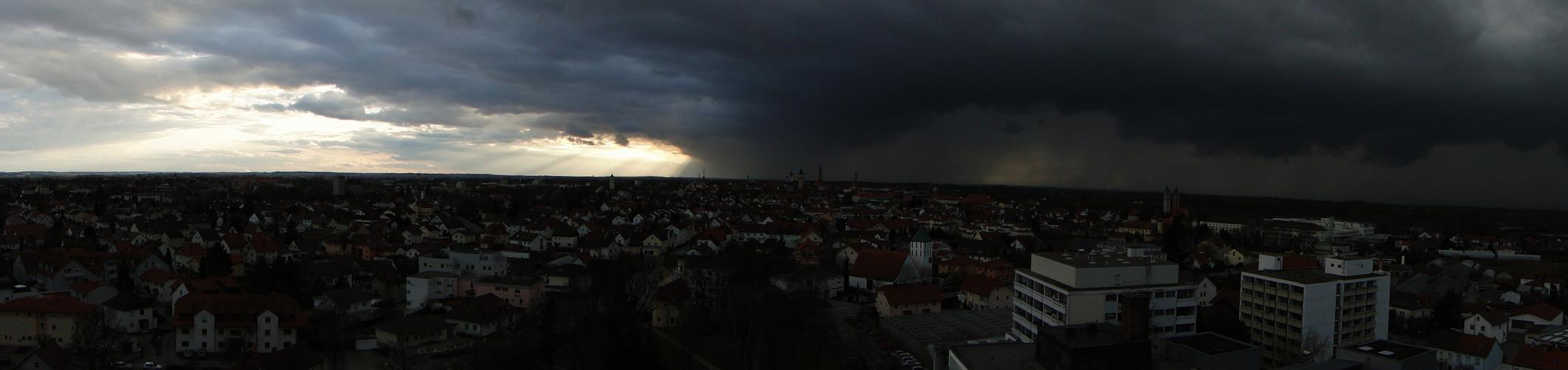 Der Himmel wölbt sich übers Land..