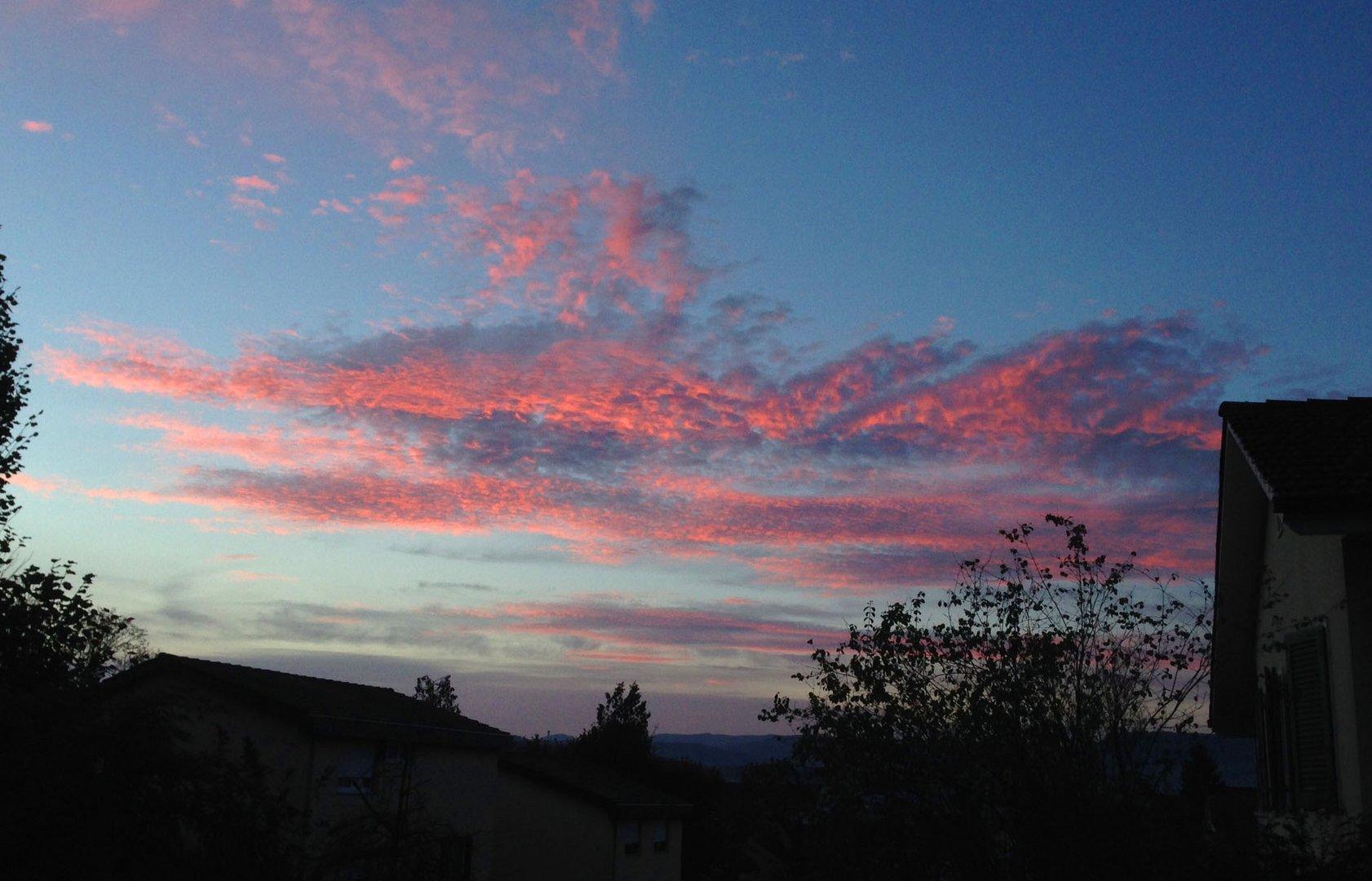 Der Himmel zeigt auch Herbstfarben