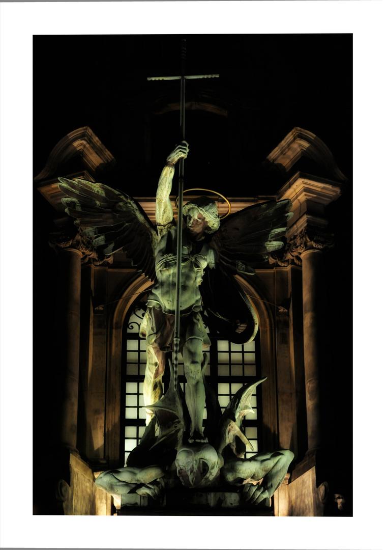 Der Hl. Michael stürzt Lucifer – Höllensturz
