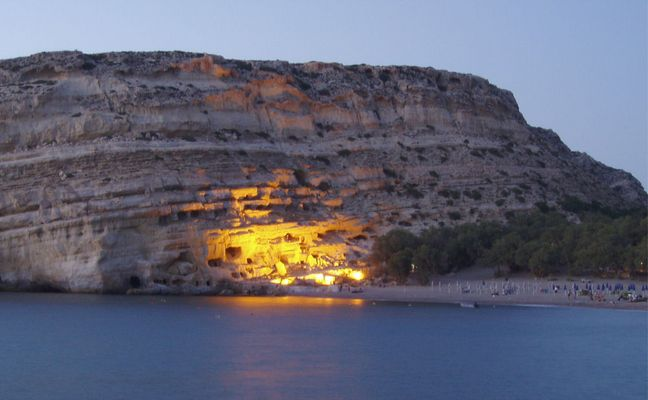 Der Höhlenfelsen in Matala