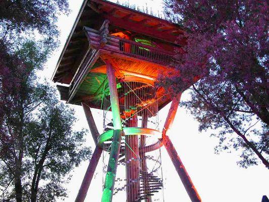 Der Holz Turm in einem anderen Licht