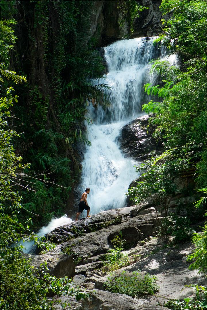 Der Huaykew Wasserfall in Chiang Mai, Thailand