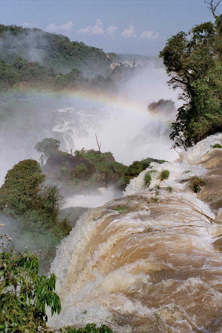 Der Iguassu -Wasserfall an der argentinisch/brasilianischen Grenze