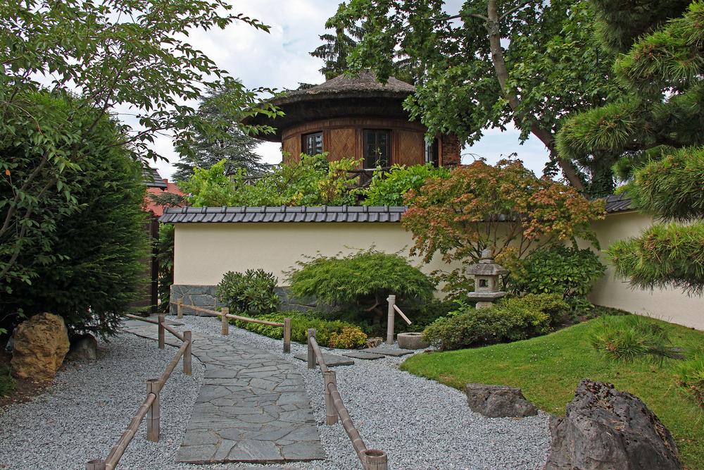 Der  Japan- und Bonsaigarten...