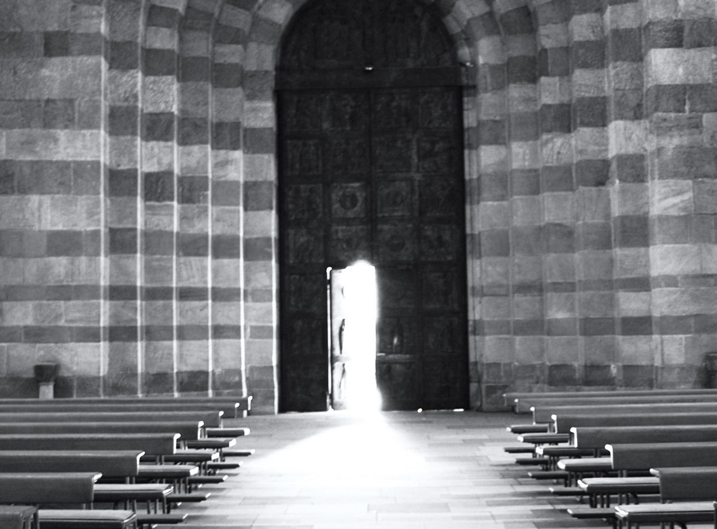 Der Kaierdom zu Speyer - Das Hauptportal von innen