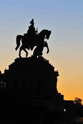 Der Kaiser als Silhouette am Deutschen Eck