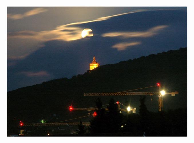 Der Kaiser und die Kräne bei Mondschein 2