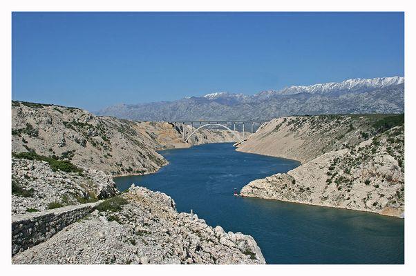 Der Kanal von Novigrad und das Velebit-Gebirge