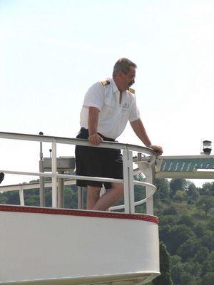 Der Kapitän hat sein Schiff sicher ans Ziel gebracht