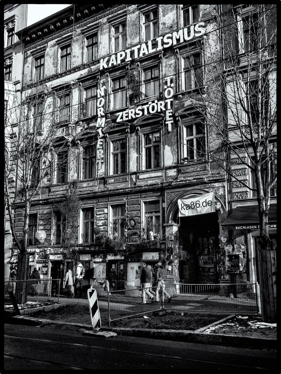 Der Kapitalismus tötet - Berlin, Kastanienallee Febr. 2013