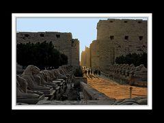 Der Karnak-Tempel bei Sonnenaufgang