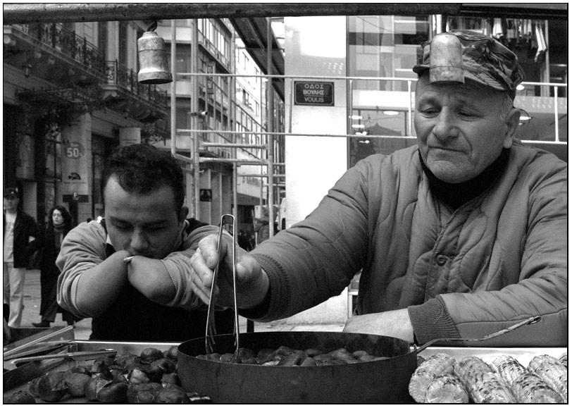 Der Kastanienverkäufer und der dürftige Raucher