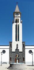 Der Kirchturm der neuen Kirche