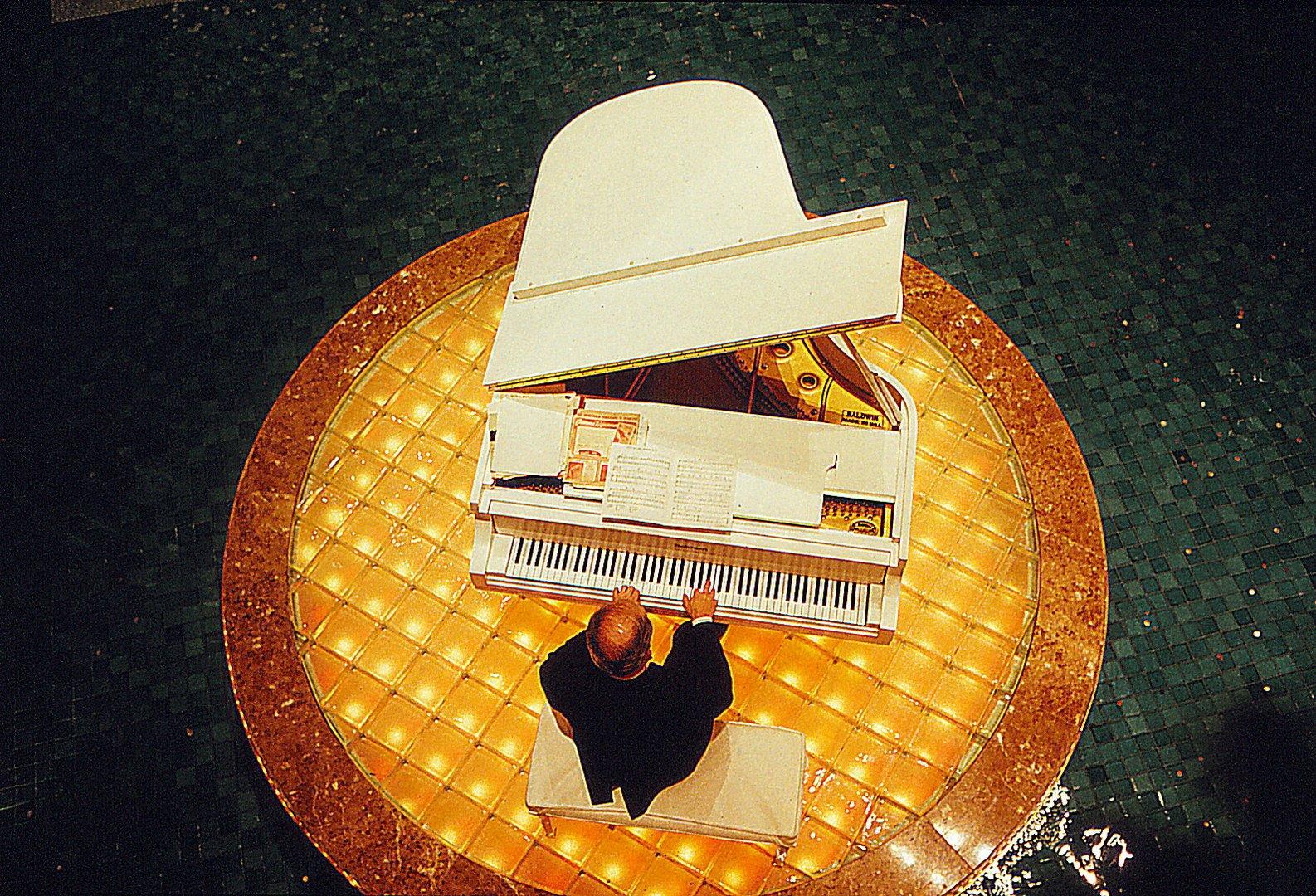 Der Klavierspieler im Hotel von New Jersey-USA