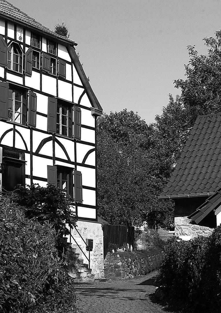 Der kleine Dorfdurchgang