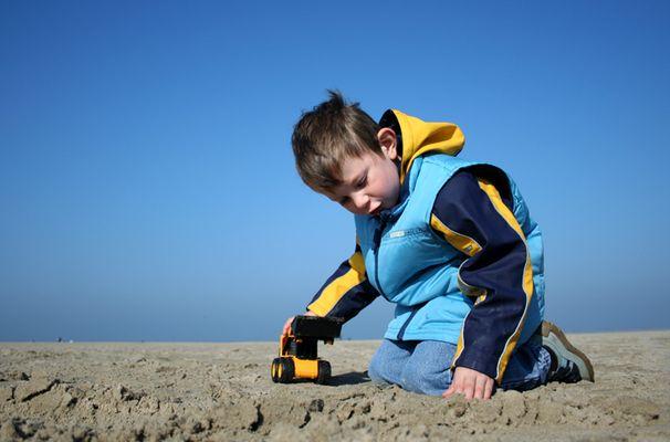 Der kleine Mann und das (Sand-) Meer.