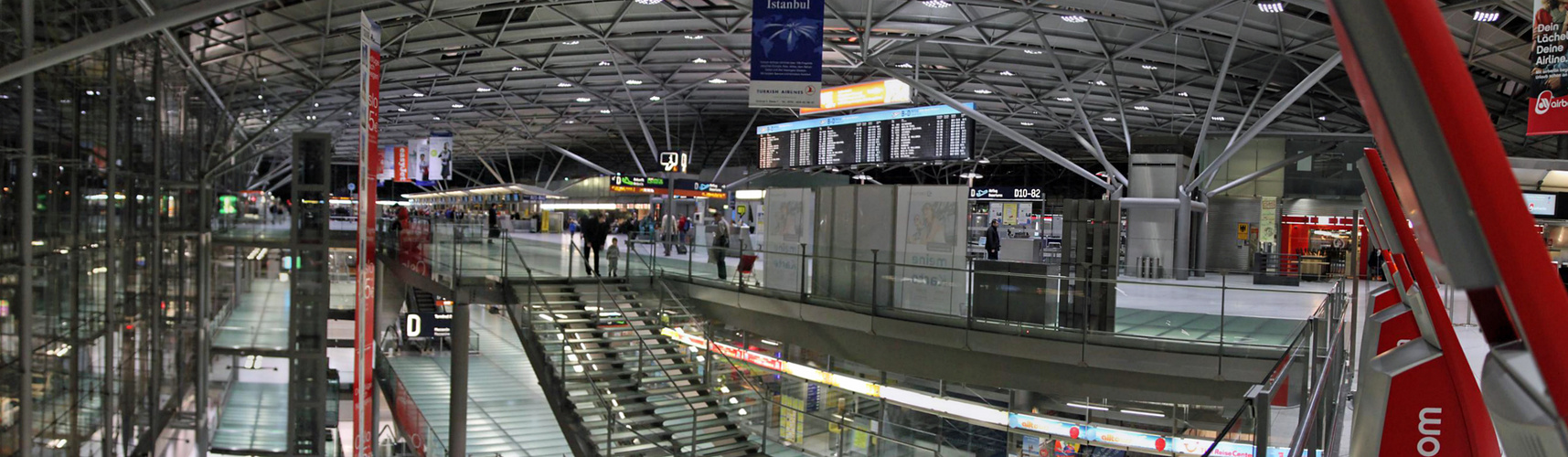Der Köln/Bonner Flughafen am Abend