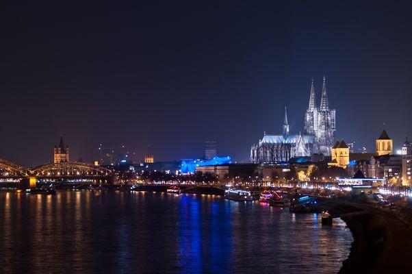 Der Kölner Dom aus Richtung der Zoobrücke