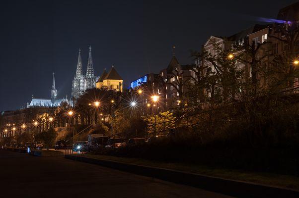 Der Kölner Dom ragt über alles hinaus...
