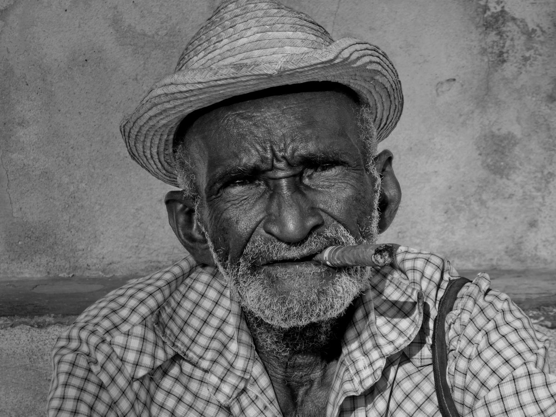 Der kubanische Mann in s/w
