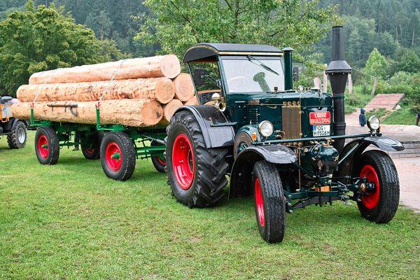 der Lanz Bulldog als schwere Zugmaschine in der Holzwirtschaft