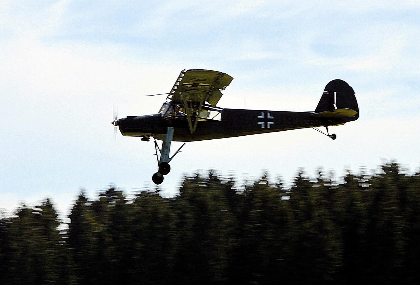Der legendäre Fieseler Storch auf der Airshow in Breitscheid 2012