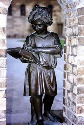 Der lesende Junge