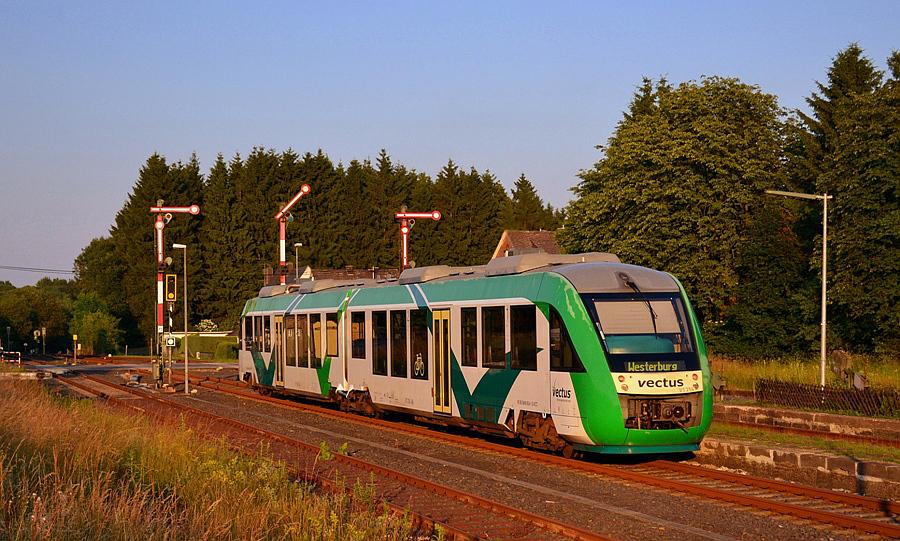 Der letzte Zug des Tages ist abgefahren im Abendlicht