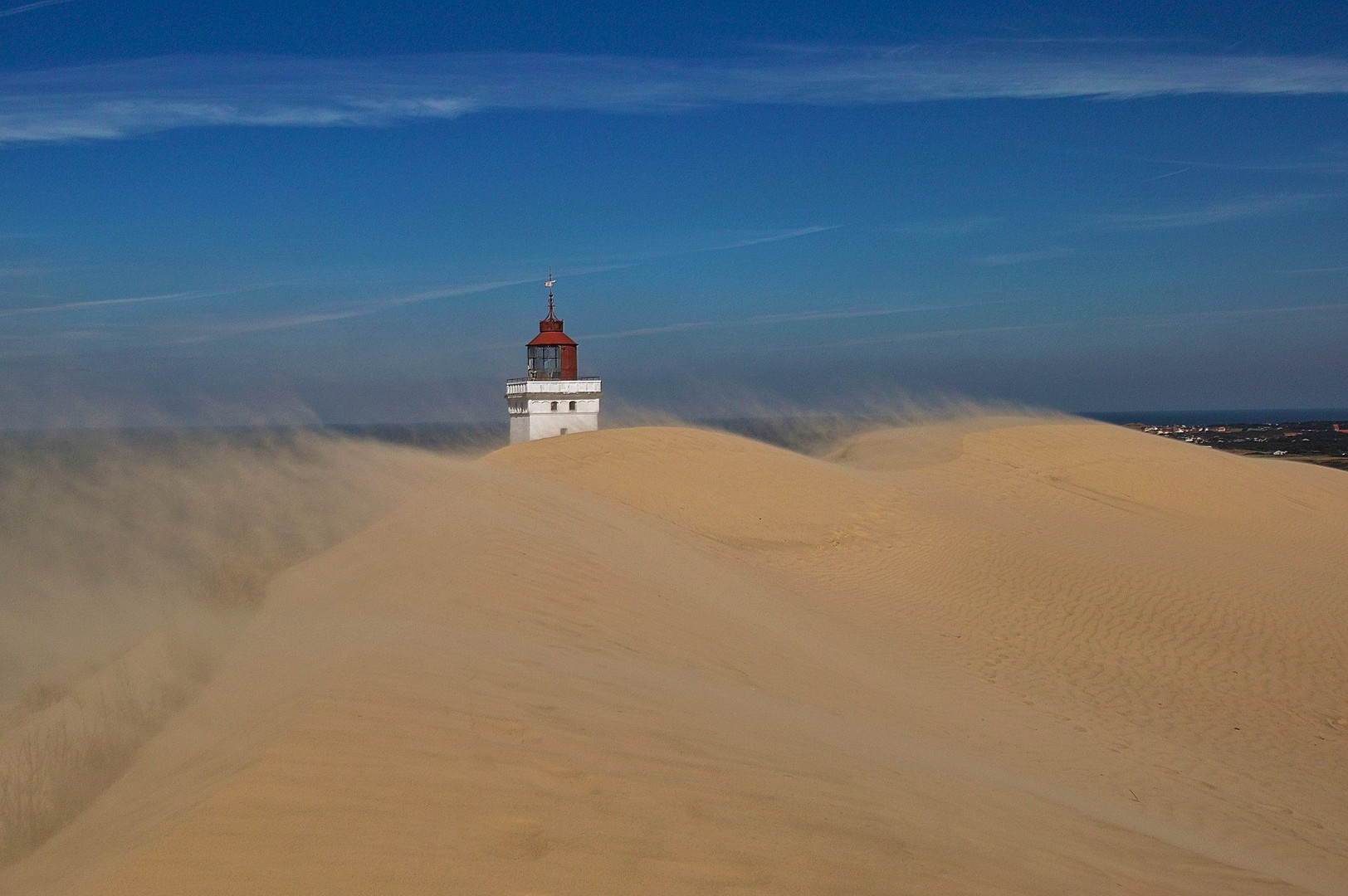 Der Leuchtturm Rubjerg Knude im Sandsturm