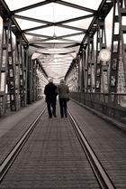 Der Liebe führt auch über Brücken