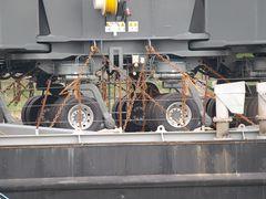 Der Liebherr Kran BUSS 600 hat viele, viele Räder ..... 48 Stück ?