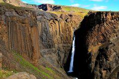 Der Litlanesfoss auf dem Anstieg zum Hengifoss in der Nähe von Egilsstaðir/ Ostfjorde