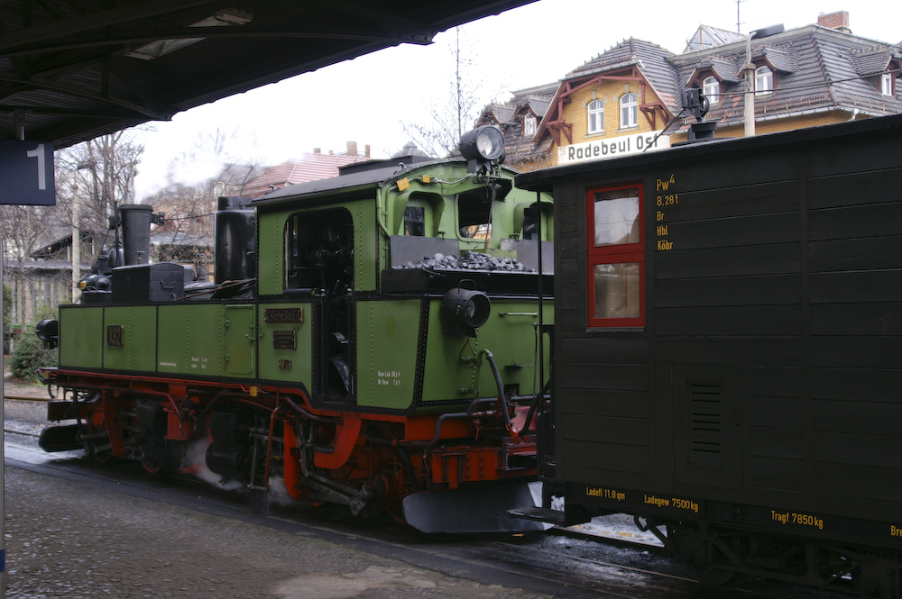 Der Lößnitzdackel - vor der Ausfahrt im Bahnhof Radebeul Ost