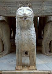 Der Löwenbrunnen im Löwenhof der Alhambra