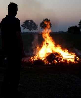Der Mann am Feuer